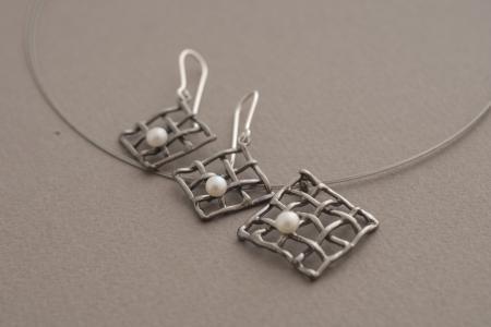 Μοντέρνα χειροποίητα κοσμήματα από ασήμι με μαργαριτάρι