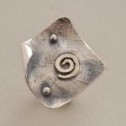 Ασημόχρυσο μοντέρνο δαχτυλίδι, με χρυσή σπείρα, ελληνικό κόσμημα D1503