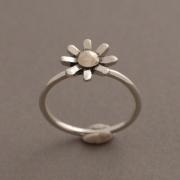 Χειροποίητο ασημόχρυσο δαχτυλίδι λουλουδάκι, κόσμημα εμπνευσμένο από τη φύση D1548