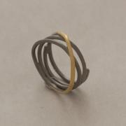 Χειροποίητο στυλάτο δαχτυλίδι από ασήμι σε δυο αποχρώσεις D2055