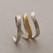 Μοντέρνο δίχρωμο δαχτυλίδι από ασήμι και ασήμι επιχρυσωμένο D2075