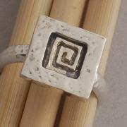 Ασημόχρυσο διαχρονικό δαχτυλίδι, με χρυσή σπείρα D951