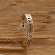 Ρουστίκ ανδρικό δαχτυλίδι από ασήμι οξειδωμένο, με σκαλιστά σύμβολα  DA32