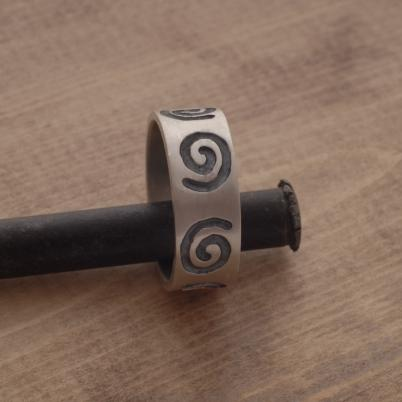 Aνδρικό δαχτυλίδι από ασήμι ματ και οξειδωμένο, εναλλακτική βέρα,  DA40