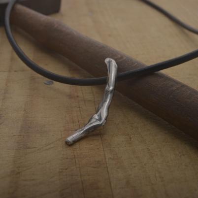 Χειροποίητο μοντέρνο ασημένιο μενταγιόν, primitive collection MΑ137