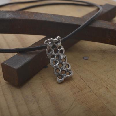 Ανδρικό τρυπητό μενταγιόν από ασήμι, χειροποίητο ελληνικό ασημένιο μενταγιόν ΜA138