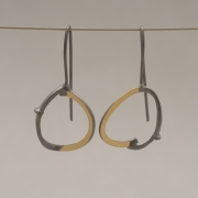 Xειροποίητα δίχρωμα σκουλαρίκια οβάλ, από ασήμι επιχρυσωμένο και επιροδιωμένο S1376