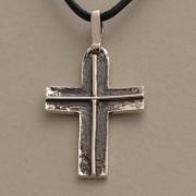 Xειροποίητος σταυρός από ασήμι οξειδωμένο, για άνδρα ή γυναίκα, σε μαύρο κορδόνι ST369