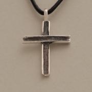 Xειροποίητος σταυρός από ασήμι οξειδωμένο, για άνδρα ή γυναίκα, σε μαύρο κορδόνι ST366