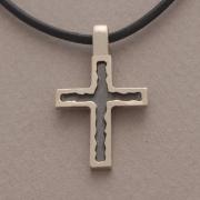 Xειροποίητος σταυρός από ασήμι οξειδωμένο, για άνδρα ή γυναίκα, σε μαύρο κορδόνι ST239