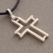 Χειροποίητος ανδρικός μοντέρνος ασημένιος σταυρός ST364