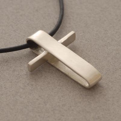 Χειροποίητος μοντέρνος ανδρικός σταυρός, ασημένιος σταυρός σε  μαύρο κορδόνι ST377